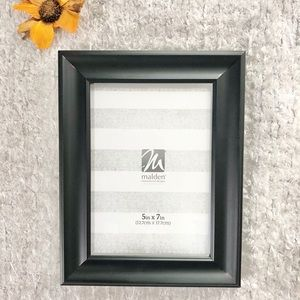 "🆕New with tags Black frame holds 5"" x 7"" Photo"